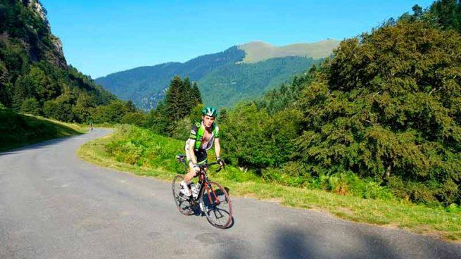 Ciclista en los Pirineos
