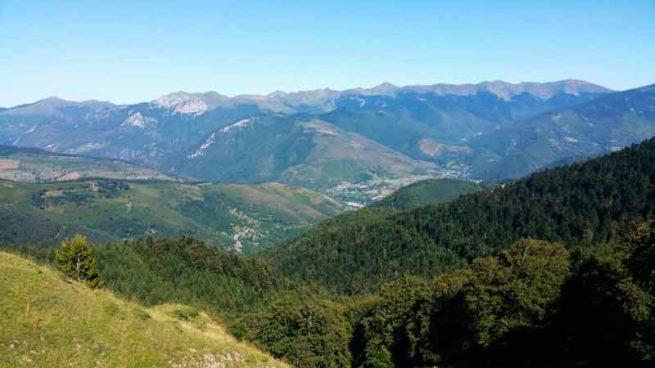 Paisaje de montaña de los pirineos, entorno ciclista
