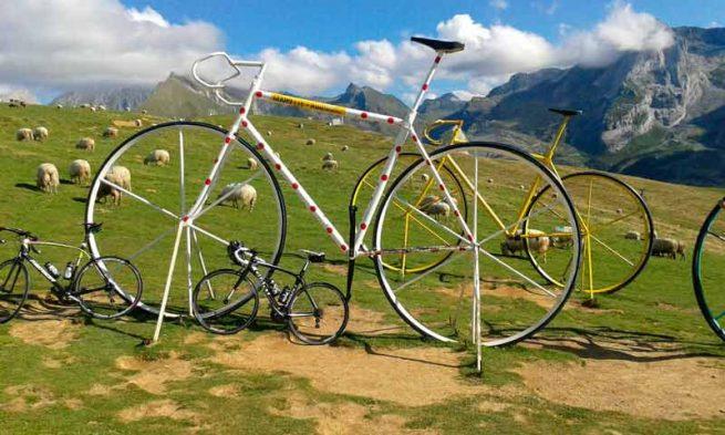 Bicicletas en la montaña de los pirineos